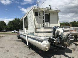 Aqua Chalet Houseboat